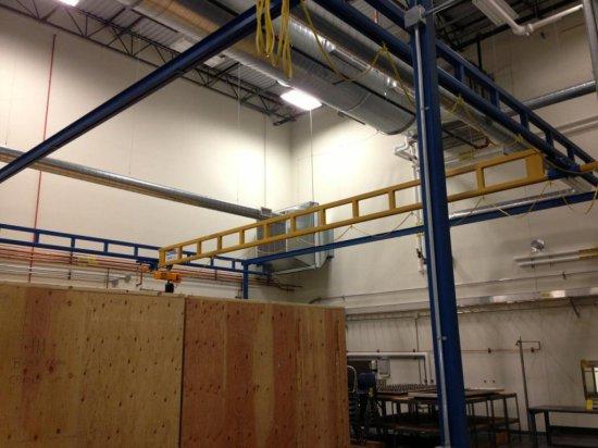 Gorbel Free Standing Crane System, 1000# Cap w/ Harrington 1/2 Electric Hoi