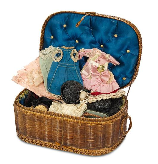 French Trousseau in Silk-Lined Basket for Mignonette 400/600