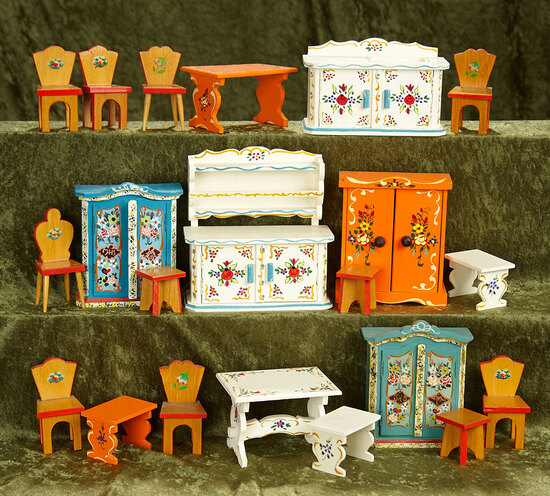 Lot of German wooden dollhouse furnishings, 1960s era, with fine original painted finish $300/400