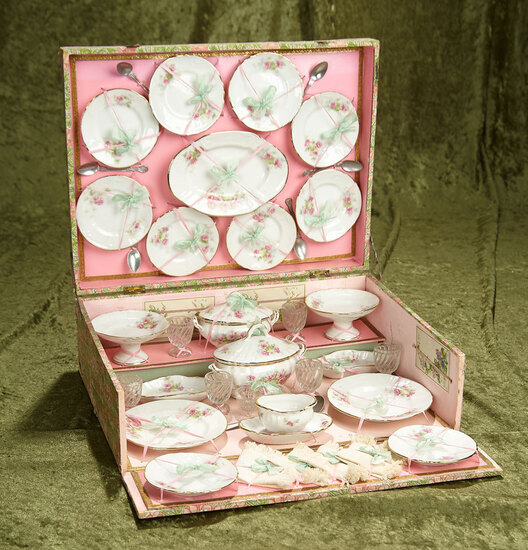 "Doll's Porcelain Dinner Service for the French market, in original 14"" x 11"" presentation. $400/500"