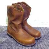 Thorogood steel toe pull on work boots appear near new. We did not find a tag for size, but seller
