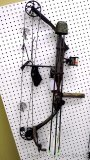 Mathews MQ32 Solo Cam Bow with fiber optic sites, trigger release, quiver and three Beman ICS 400
