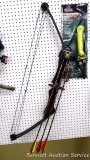 Browning Nomad II Camo bow with sites, quick quiver and three Eastern 3G2 2216 arrows; Big Buck