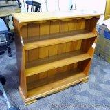 Wooden three shelf unit, approx. 37