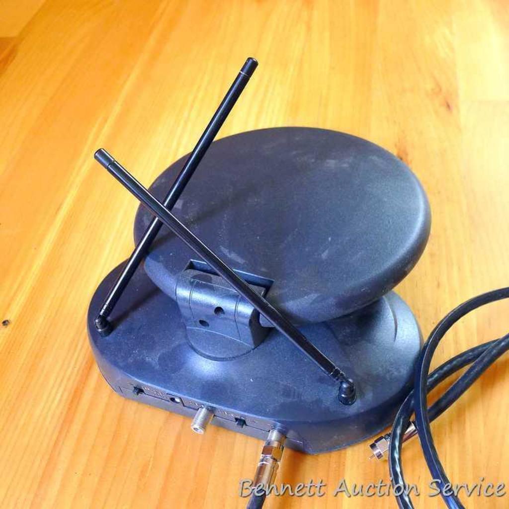 Lot Magnavox 20 Television Quasar Digitune Vhs Player And Antenna