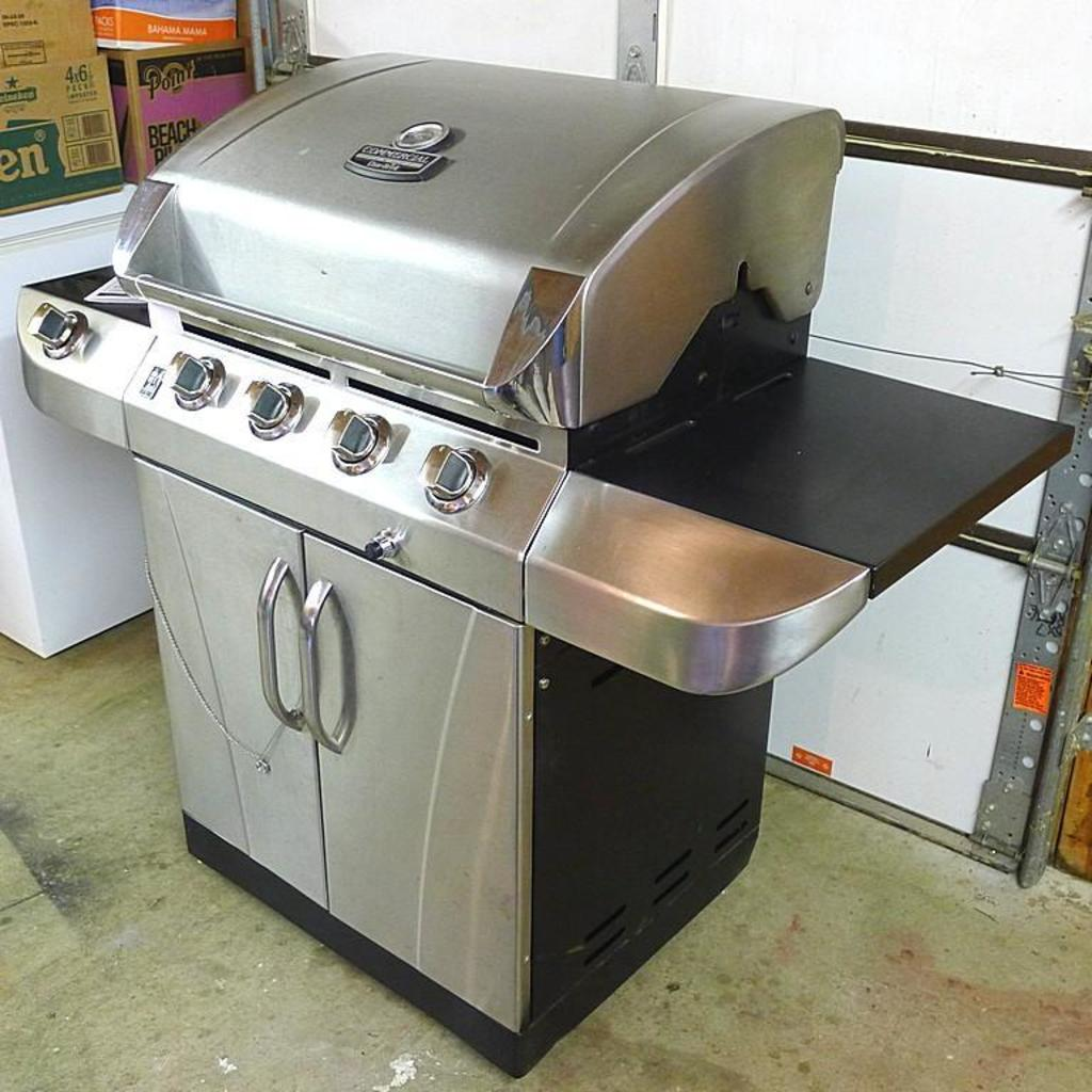 Char Broil Commercial Series Dual Fuel Five Burner Grill Model No 463268007 Manual States Estate Personal Property Personal Property Online Auctions Proxibid
