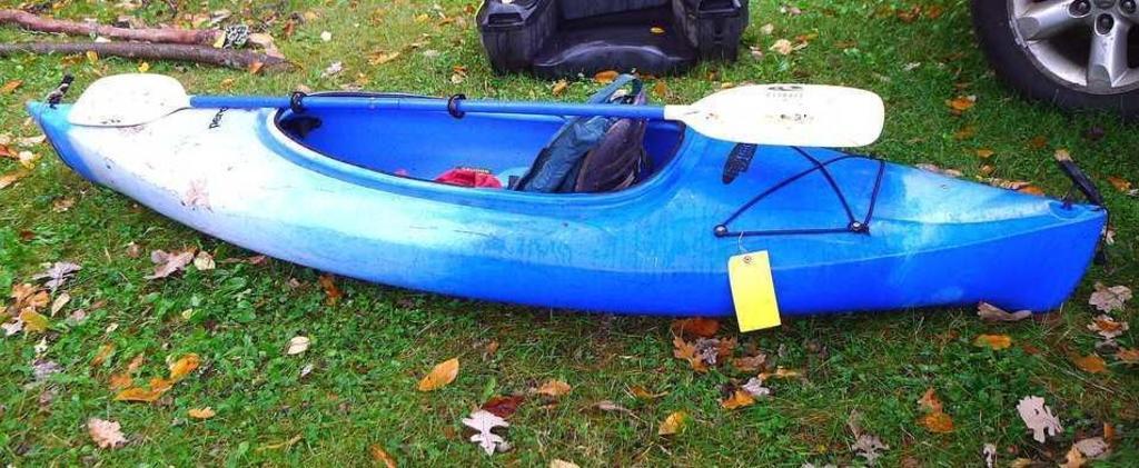 Swifty Perception kayak, 112&q    Auctions Online   Proxibid