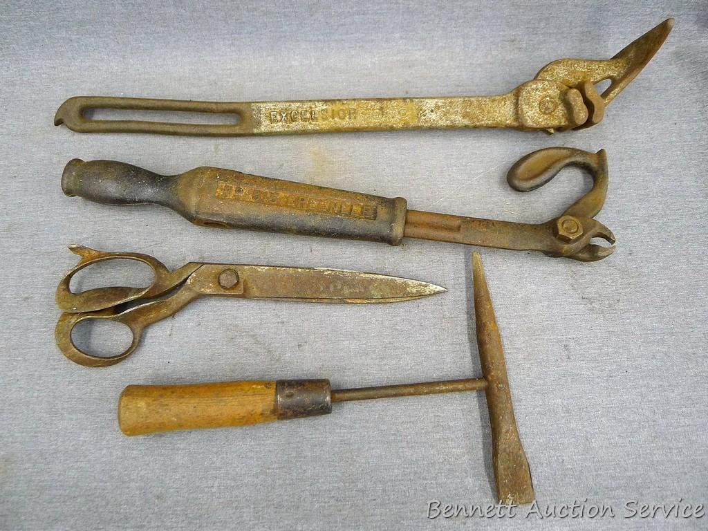 Picture of: Antique Greenlee Nail Puller Excelsior Barbed Wire Fence Stretcher Welders Chipper Hammer And A Estate Personal Property Personal Property Auctions Online Proxibid
