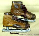 Vintage men's Hyde ice skates with Silver Arrow blades made in Canada. Shoe is 11