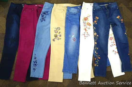 Seven pairs of ladies denim jeans. Two are size 6, five are size 8. All in good condition.
