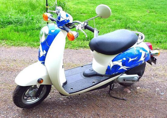 2006 Honda Metropolitan scooter with 562 miles. Vin # JH2AF60616K201100. Scooter starts, runs and