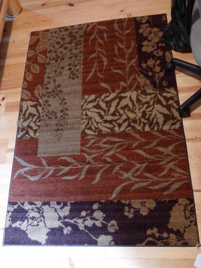 "Area rug in good condition is 40"" x 60""."
