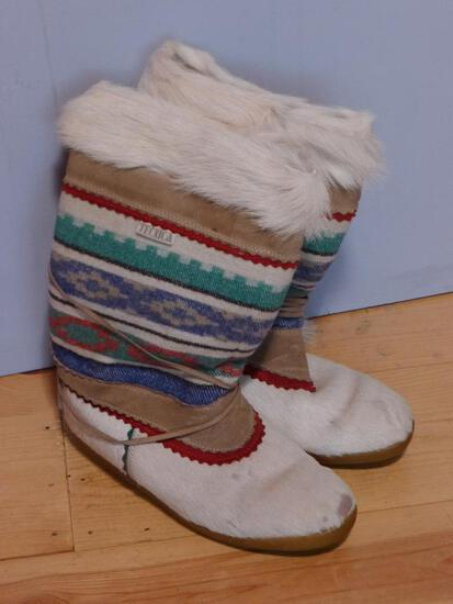 Tecnica Italian winter boots, may be a ladies size 8 or 8-1/2. Tag is marked 42 16. Uppers are