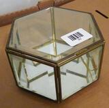 Beveled glass trinket box with mirrored bottom is 7