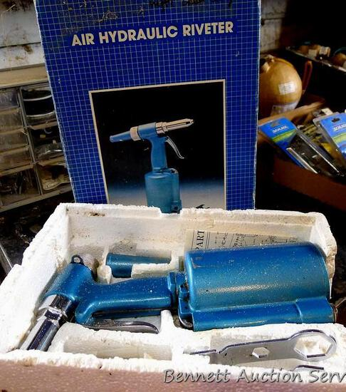 """Air Hydraulic Riveter for steel rivets up to 1/4""""."""