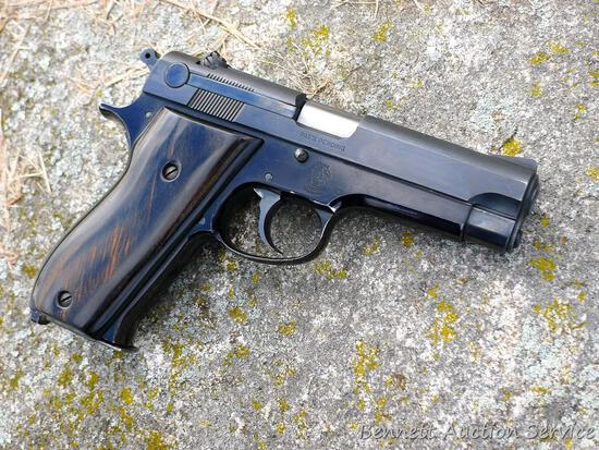 """Smith & Wesson Model 39 pistol in 9 mm. 4"""" barrel has a bright bore with good rifling and a little"""