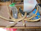 Fire starters, blaze orange streamer, rattling antlers, bow holder, more. Antlers are about 14
