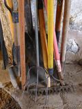 Five misc. handles; scoop shovel with wooden handle; cute 27