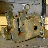 Pair of quick hitch brackets accepts up to 1-1/4