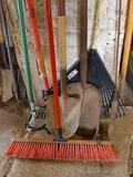 Nice floor broom has 24