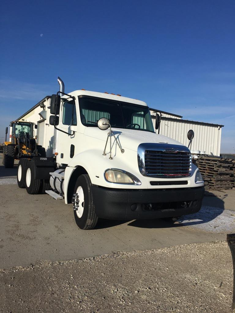 2003 FREIGHTLINER COLUMBIA DAYCAB
