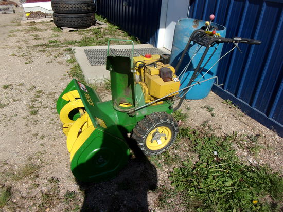 J.D. 1032 SNOWBLOWER, chains, elec. start, hasn't been used lately