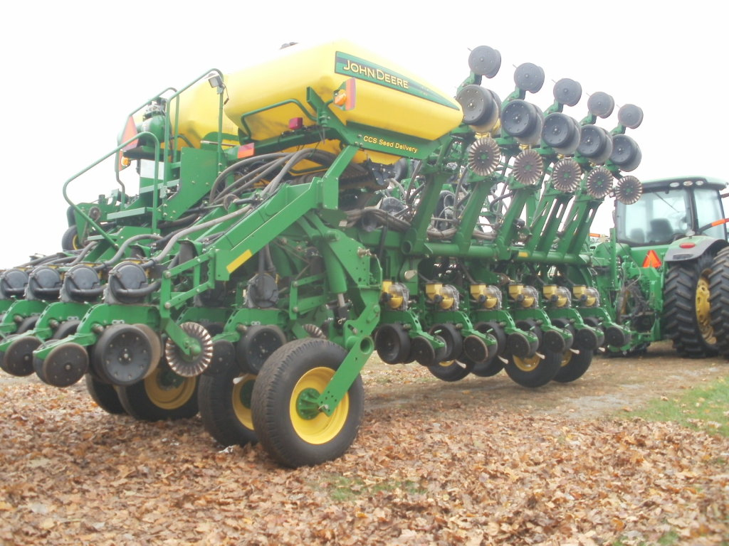 2011 JD 1790 32 ROW PLANTER