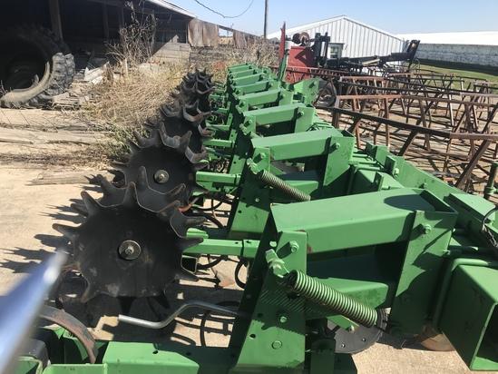 JD 856 Cultivator
