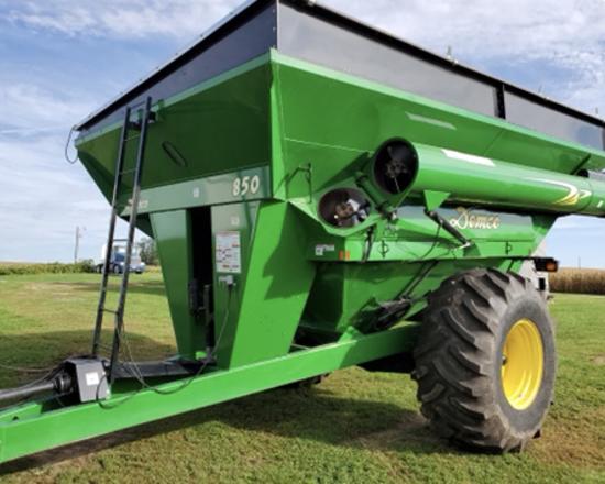 J & M 850 Grain Cart