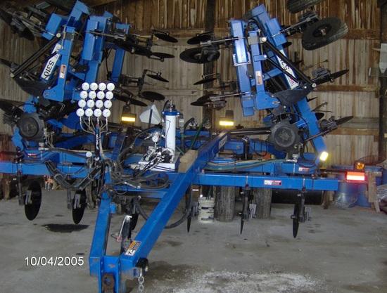 DMI 5310, 16 row NH3 Applicator