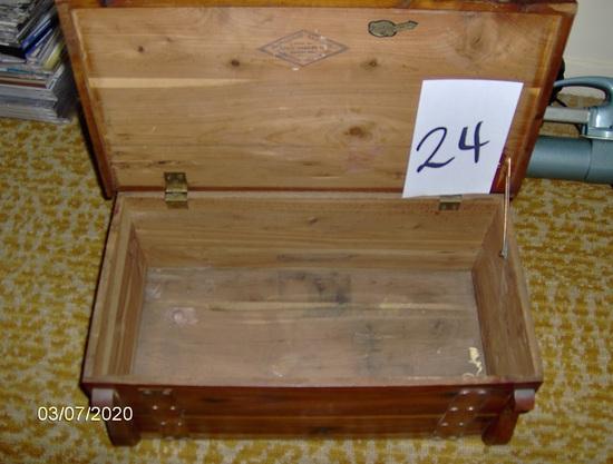 Cedar hankey box
