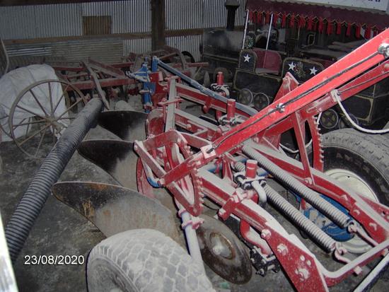 IH 3 bottom pull type plow