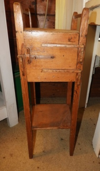 Primitive pine smoking stand w/ wooden latch