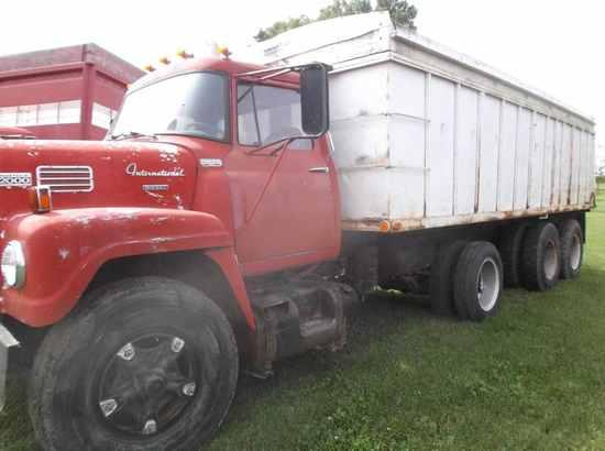 1968 IH 2000 Tri-Axle Grain Truck