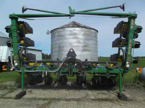 John Deere 1710 Max Emerge Plus Vac Planter