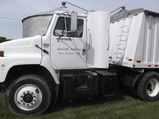 1987 IH 2300 Semi Tractor