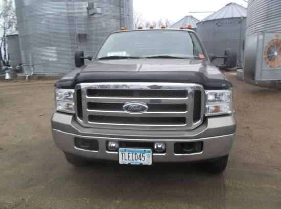 2005 Ford F-350  Lariat Super Duty Truck