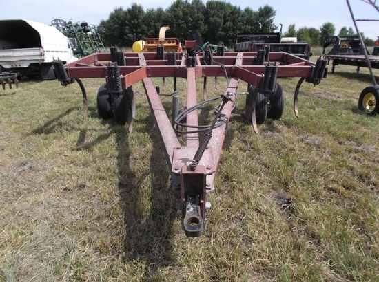 Hiniker 1325 Chisel Plow