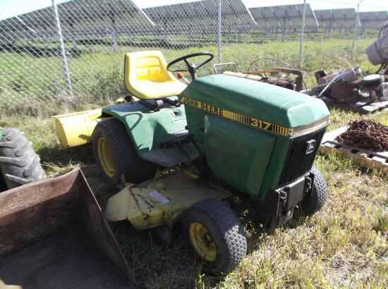 John Deere 317 Lawn Mower