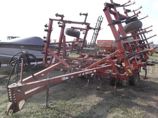Kewanee 370 Field Digger