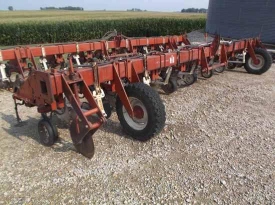 International 133 Cultivator