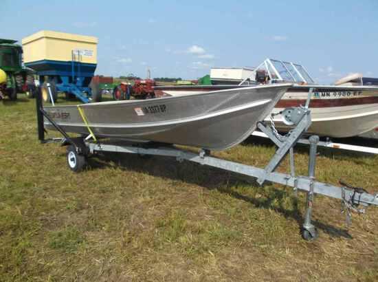 2001 Crestliner Fishing Boat