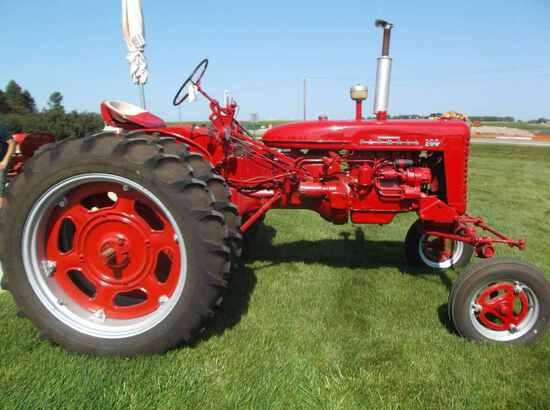 Farmall 200 Tractor