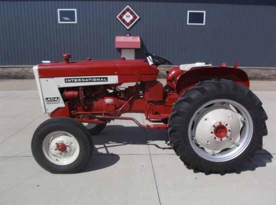 International 404 Utility Tractor
