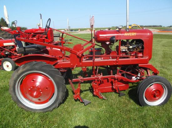 Avery V Tractor