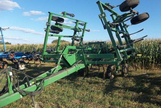 John Deere 680 Chisel Plow