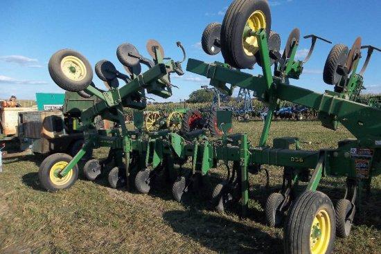 John Deere 856 Cultivator