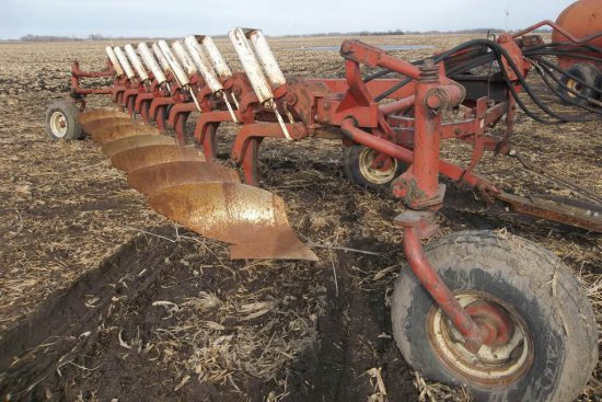 IH 700 Plow
