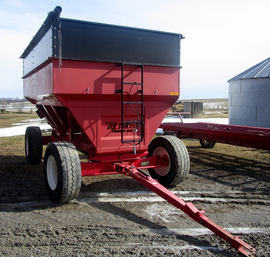 Market 500 bu Gravity Wagon with Horst 15 Ton Running Gear - Like New!