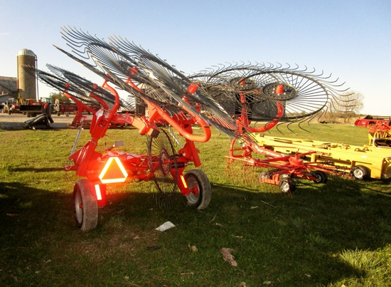 Kuhn SR110 Speed Rake 11 Wheels - Like New!